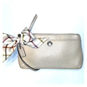 Large Pebbled leather Coach Wristlet With Scarf